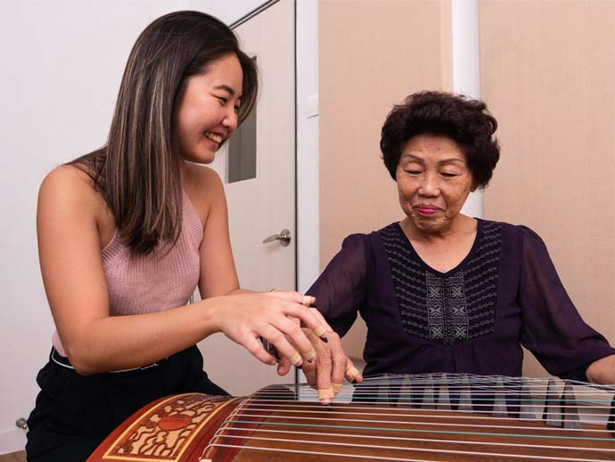 Guzheng lesson at Eight Tones Music School
